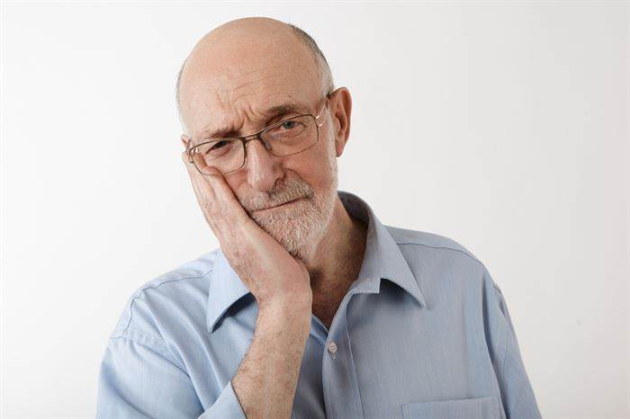 5 Signs of a Postoperative Dental Implant Complication